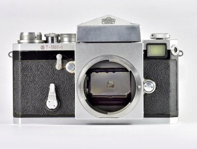 Früher Entwurf der Nikon F mit zusätzlichem Durchsichtsucher